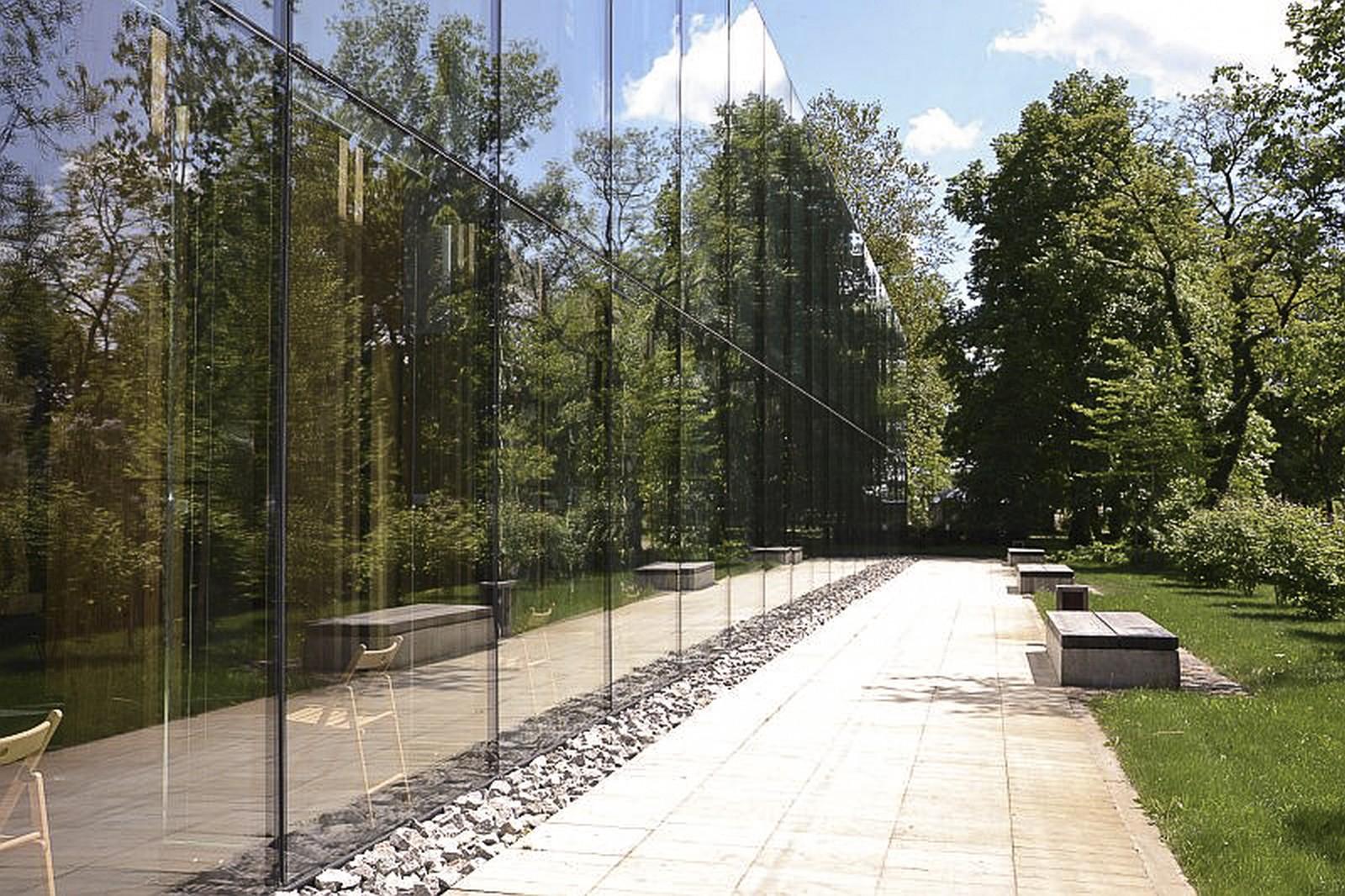 okna z obudową szklaną